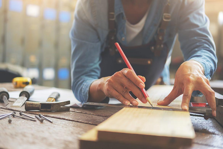 Les outils indispensables au menuisier pour réaliser ses travaux