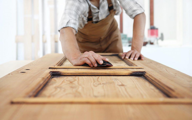 Conception d'une porte en bois : les étapes clés à connaître